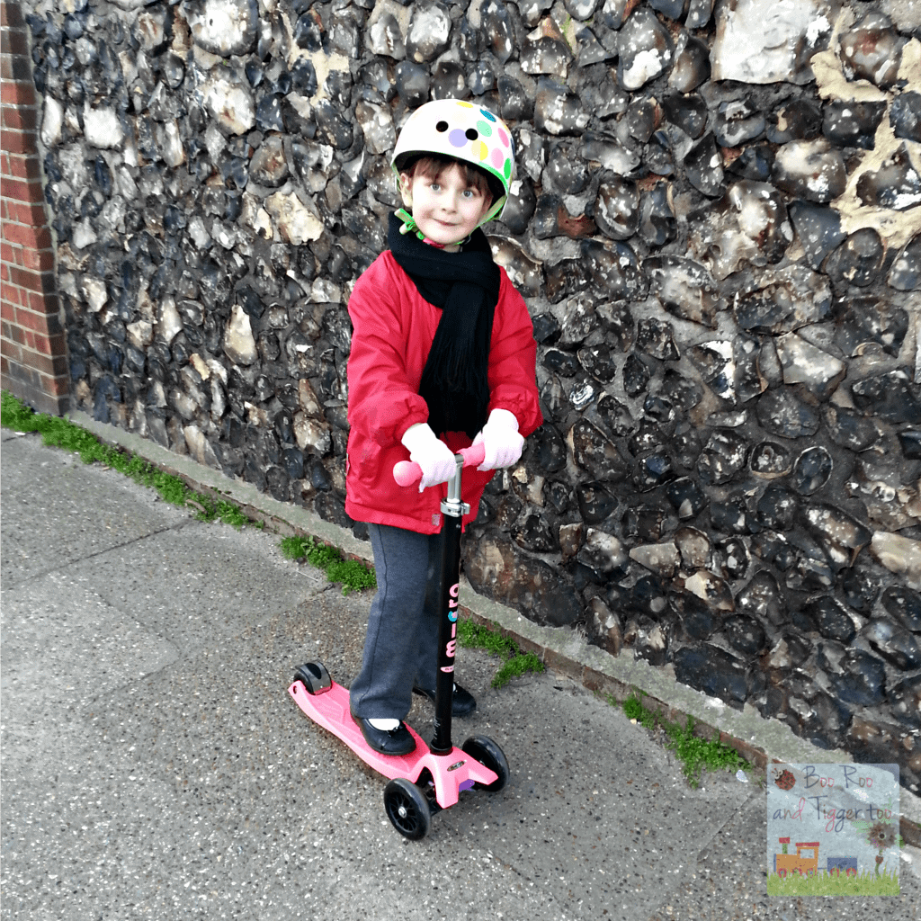 Country Kids - Roo Scooting Fun