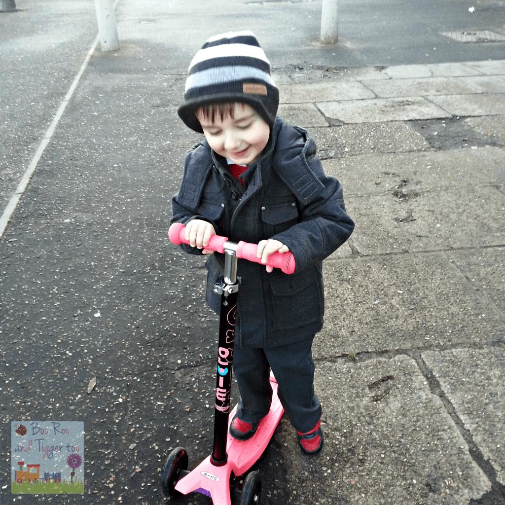 Country Kids - Tigger Scooting Fun